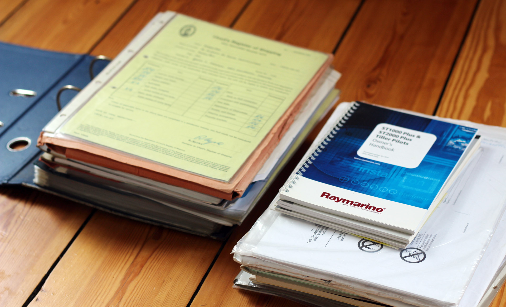 OLIVIA´s pre owner handed over a ton of paperwork.
