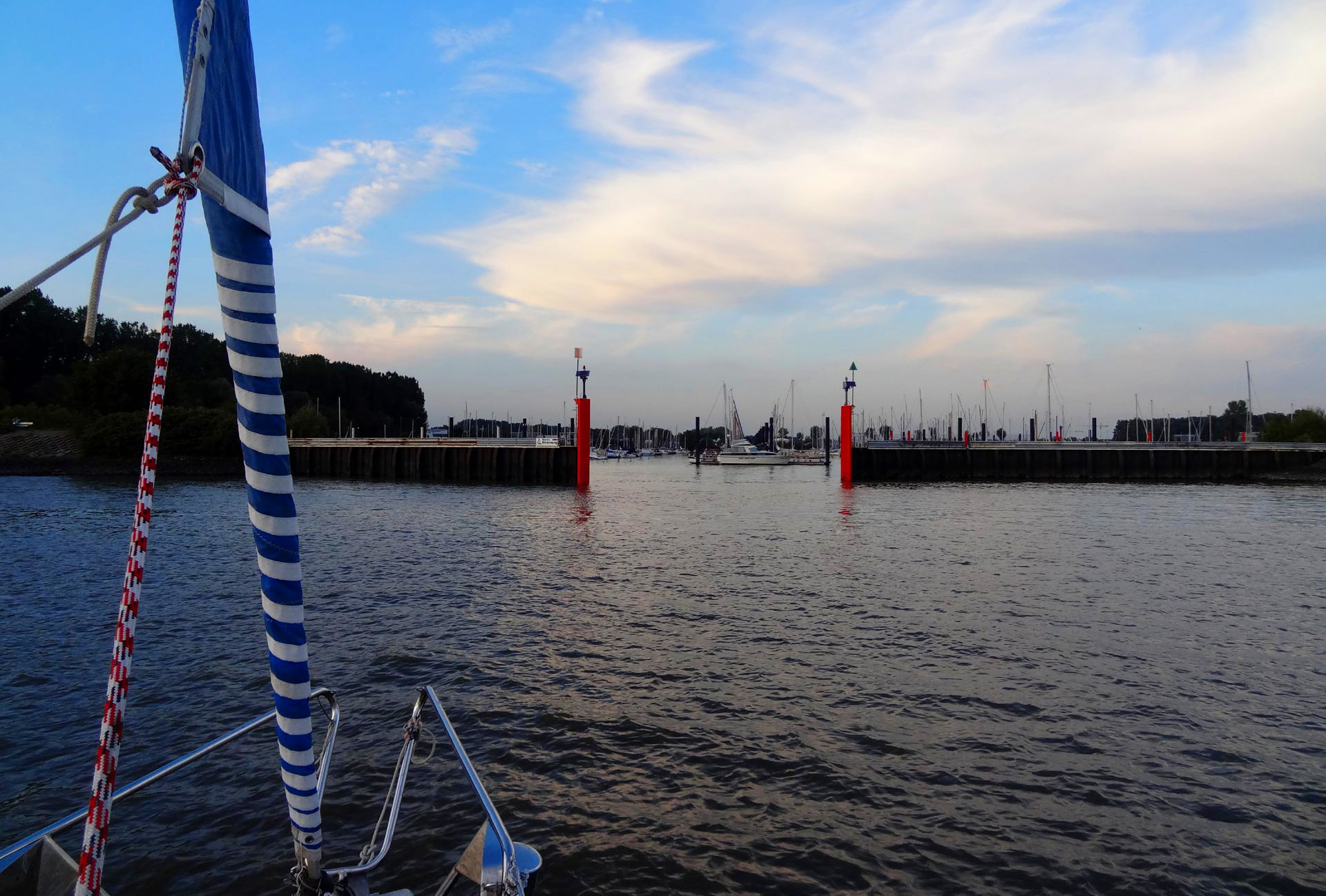 Entrance to Hamburg Yachthafen - tricky due to strong currents.