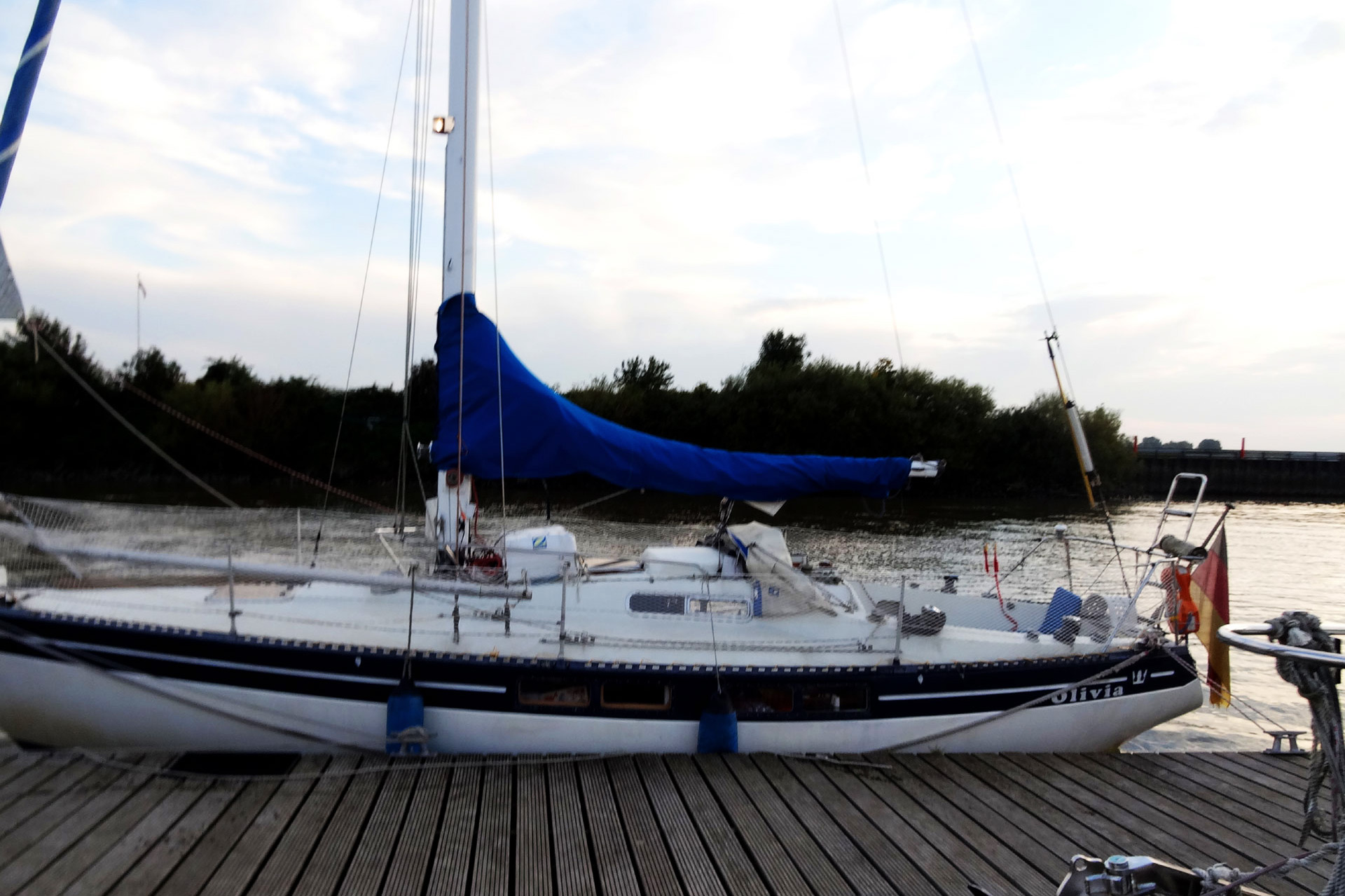 Mooring in Hamburg and looking for a free berth.