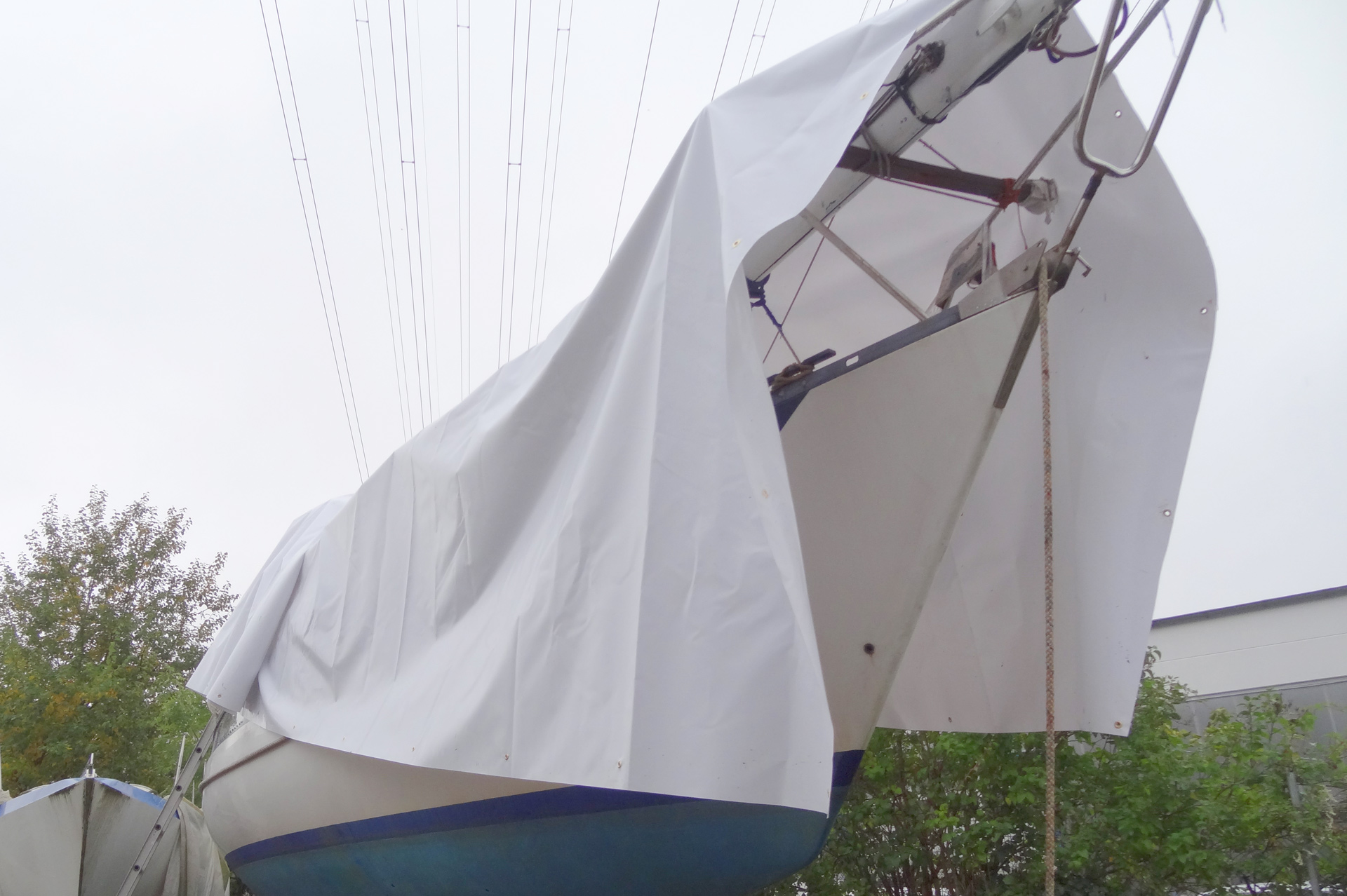 The tarp should cover all the boat´s legth and at least two times her witdh.