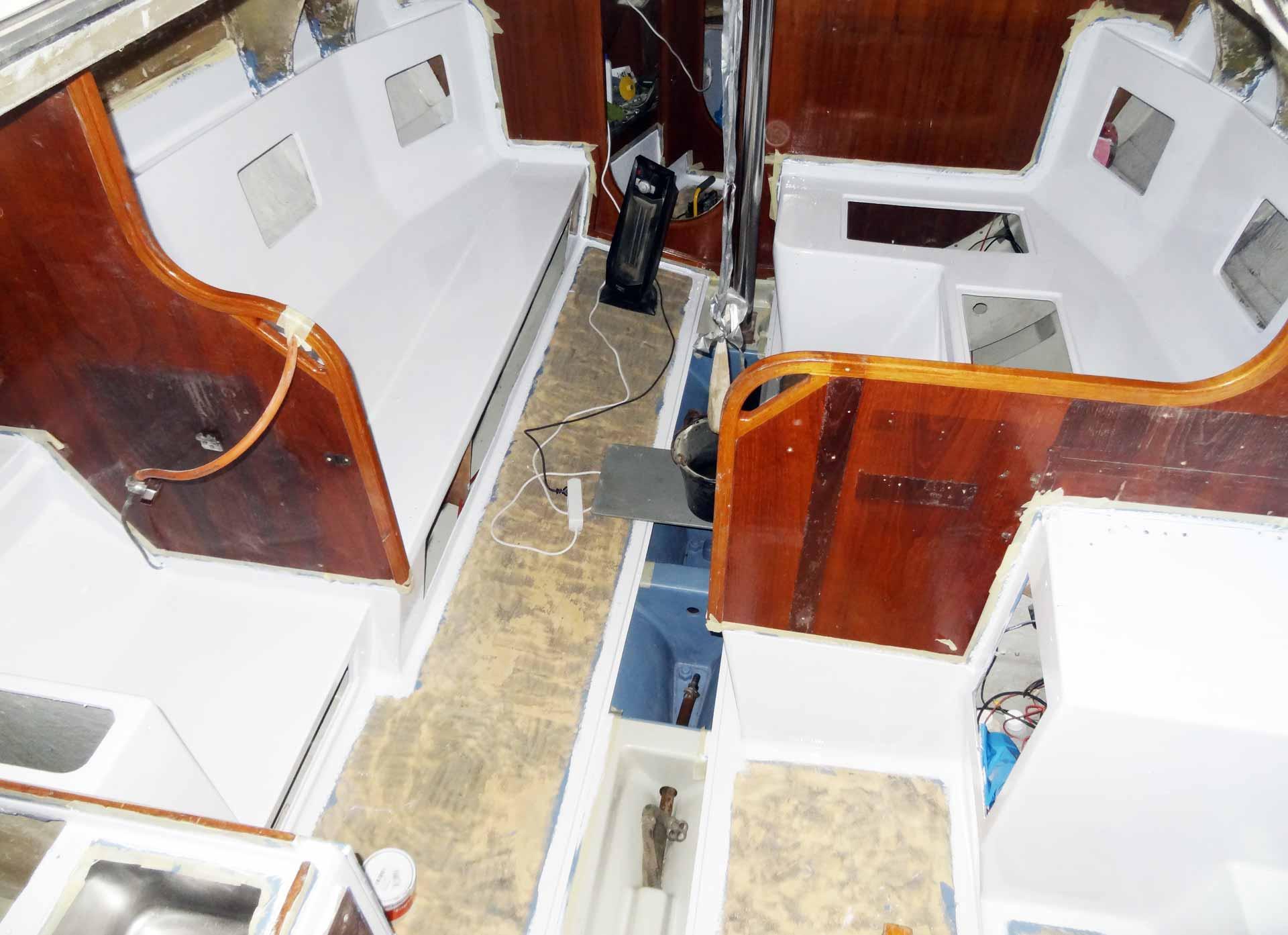 Make the Kings Cruiser 33 a lot more lighter & friendlier: Yacht White Paint.