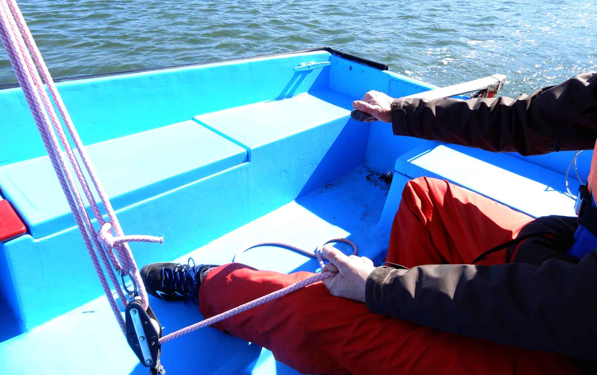 Learning how to sail: Feel the ship at the Mainsheet and Rudder simultaneosly