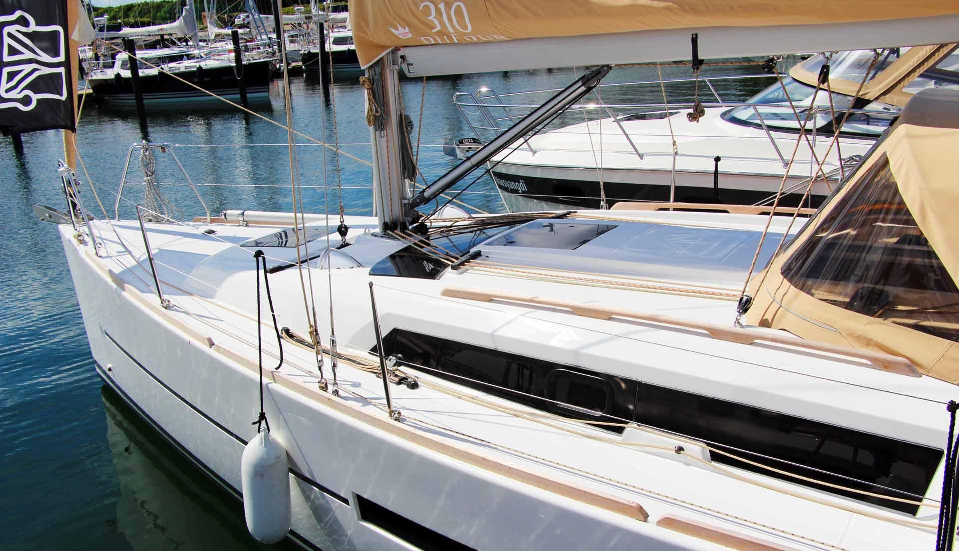Modern and sleek lines by Umberto Felci Yacht Design
