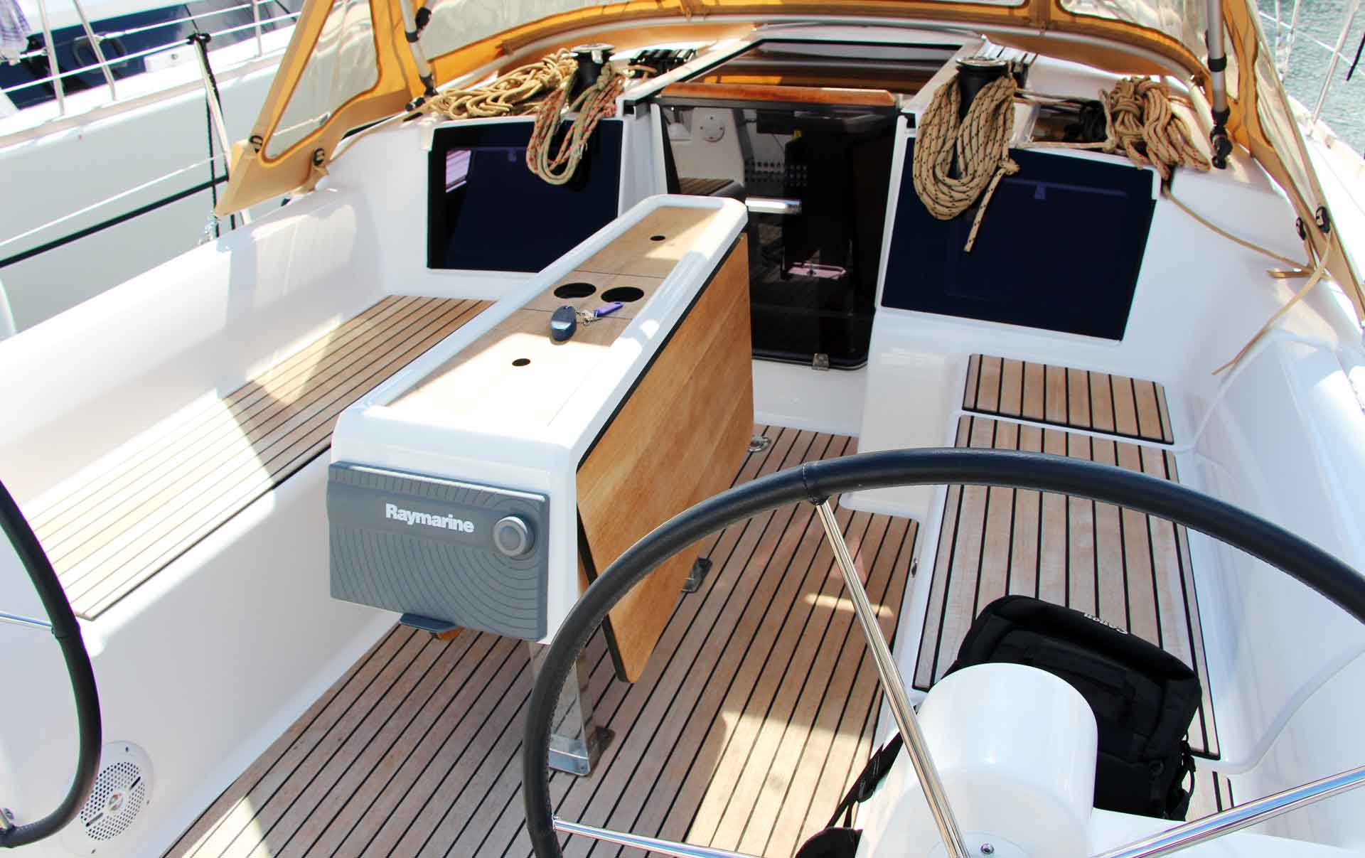 3.31 meters wide: That´s a lot of space in the aft section as well as in the saloon