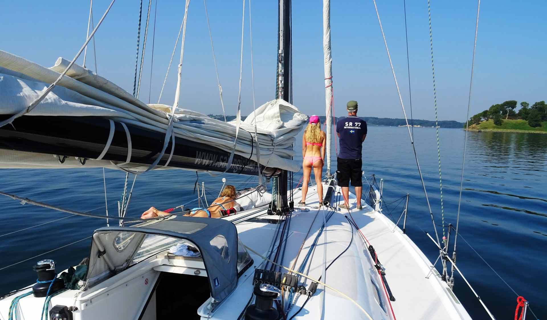Leaving Middelfart. Instead of Bikinis I´d like to have a view on moving seas