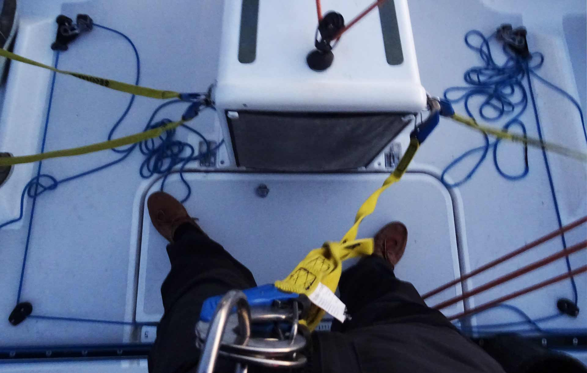 Swell, 25 knots wind: Time for the Lifebelts!