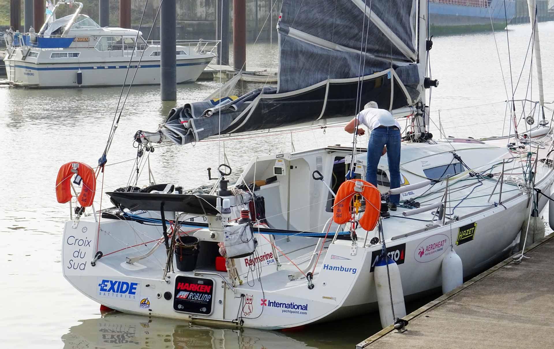 Henrik Masekowitz aboard CROIX DU SUD: Last preps for casting off