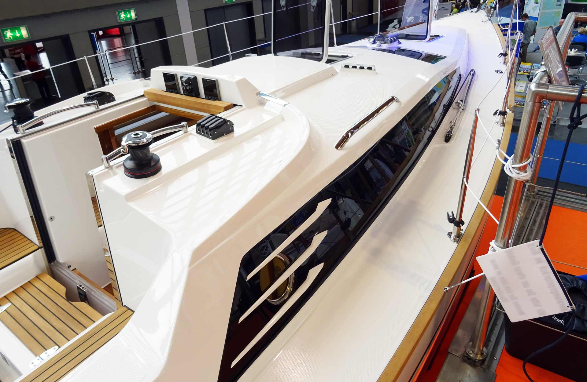 The three ornamental fins are the signature of Schöchl Yachts