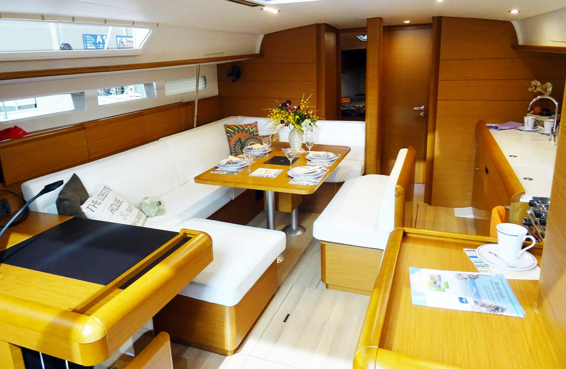 The 519 offers of course more room and a loooon galley