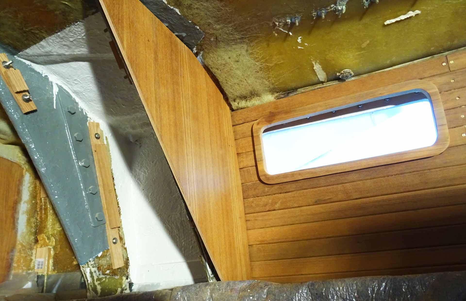 Plywood Teak veneers and massive Teak panels match perfectly